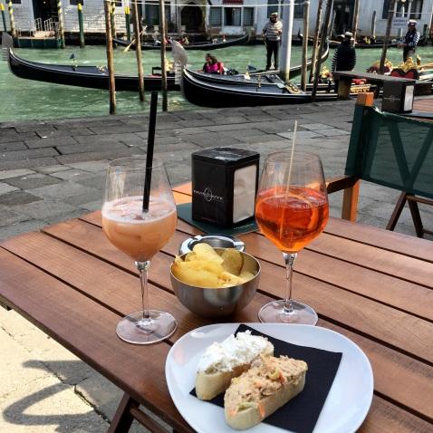 Naranzaria : un Spritz et un Bellini en terrasse